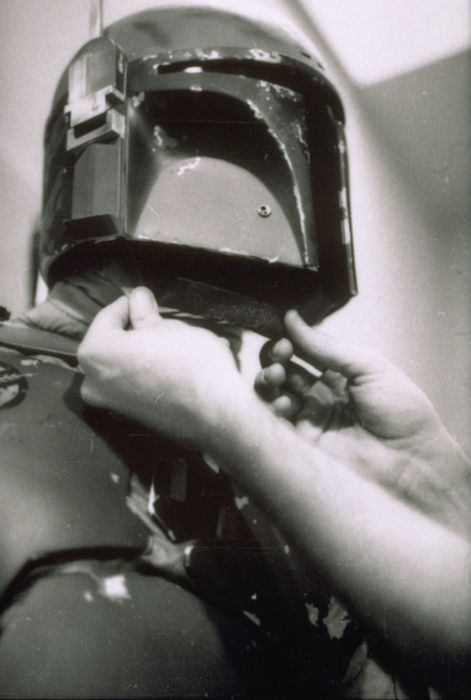 Dressing a Bounty Hunter (40 pics)