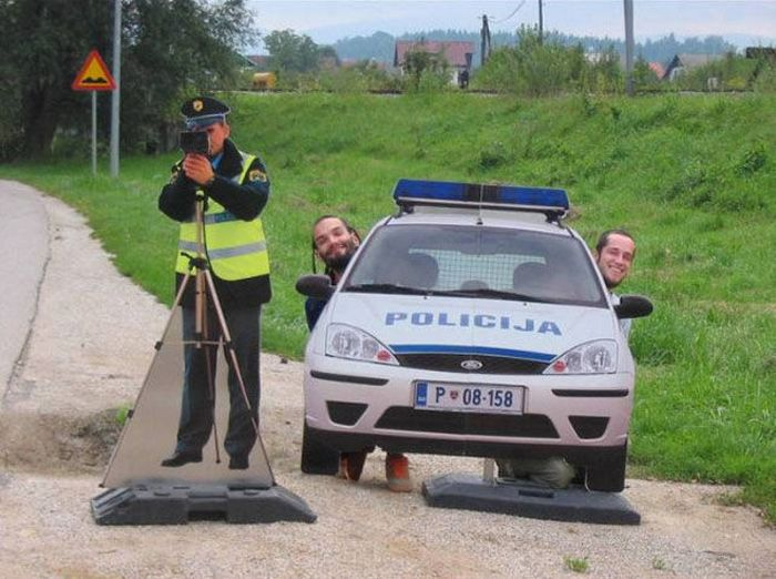 Fun with Fake Police (5 pics)