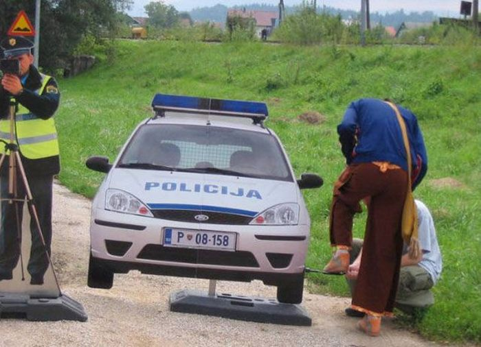 Fun with Fake Police (5 pics)