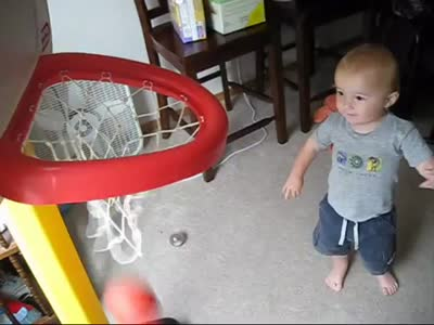 Little Kid Shows Awesome Basketball Performance