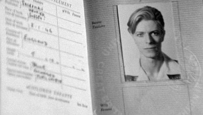 Passports of Famous People (17 pics)