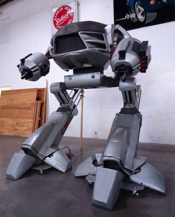 Full Size Robocop ED-209 (4 pics)