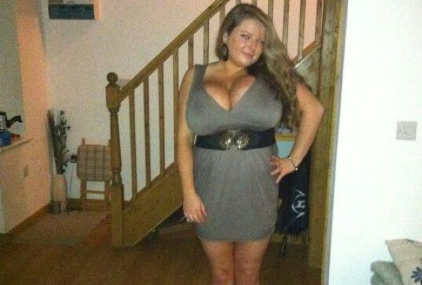 18-year-old Girl Has Massive Boobs (14 pics)