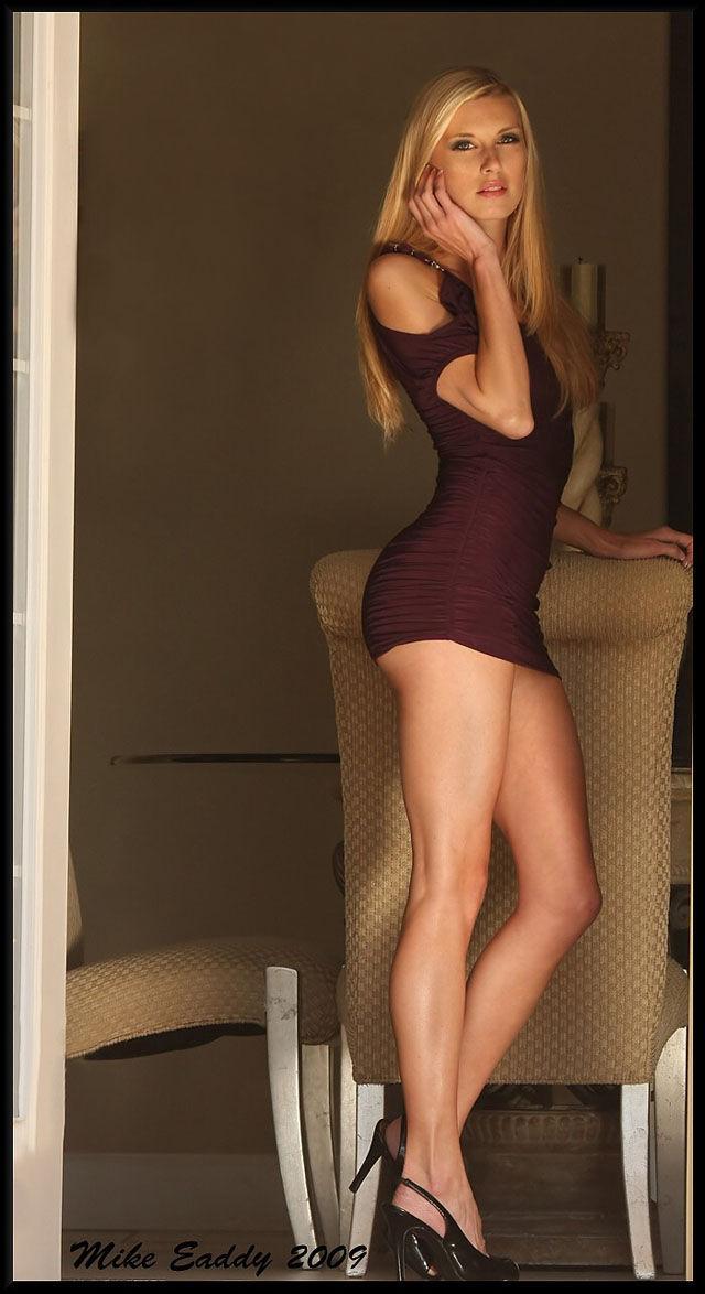 Beautiful Girls in Tight Dresses (27 pics)