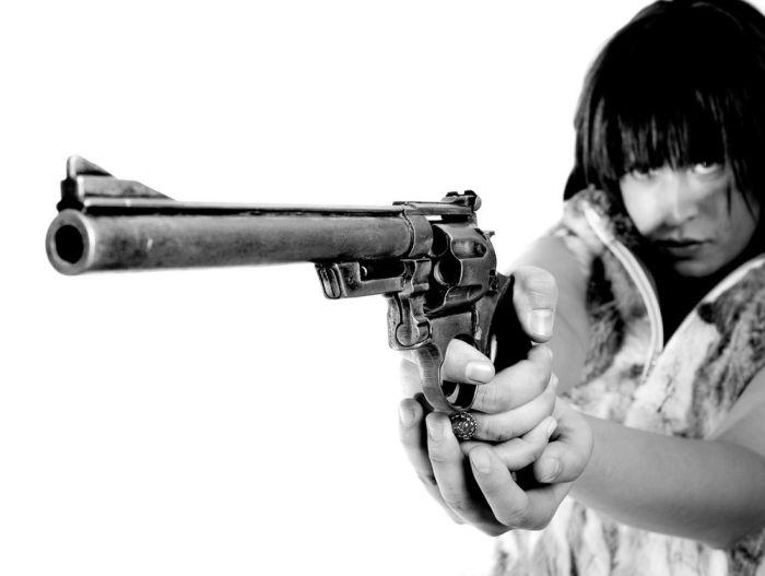 Girls and Guns (42 pics)