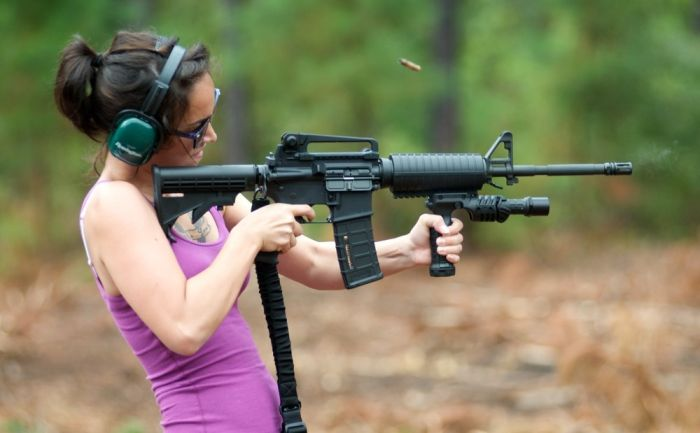 Girls and Guns (42 pics)