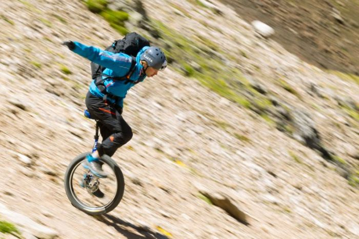 Extreme Mountain Unicycling (25 pics)