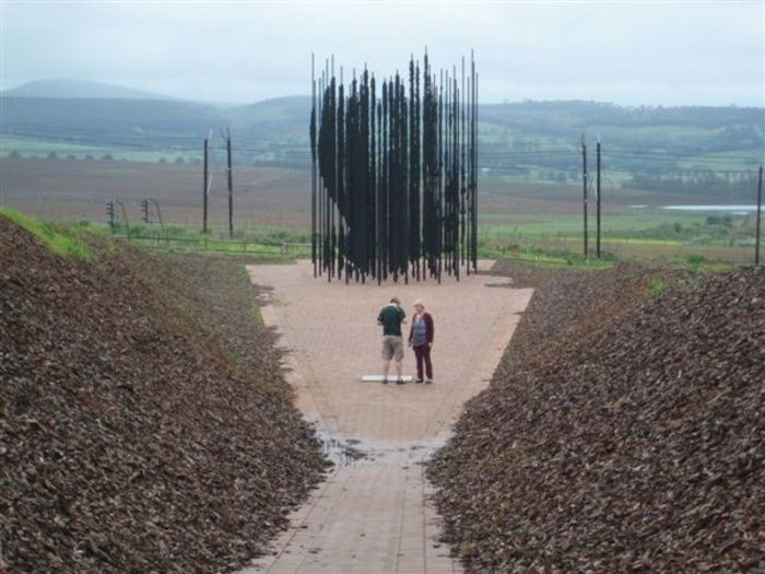 Nelson Mandela Sculpture (5 pics)