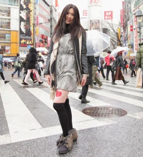 Japanese Girls' Legs as a Branding Platform (11 pics)