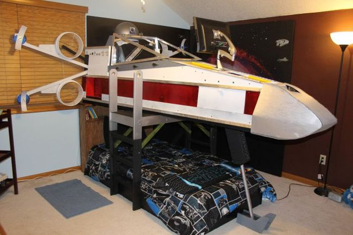 X-Wing Bed (18 pics)