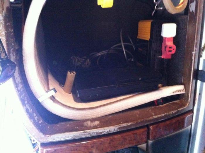 What It Looks Like Inside a Truck (10 pics)