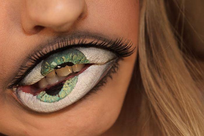 Creepy Lip Makeup (4 pics)