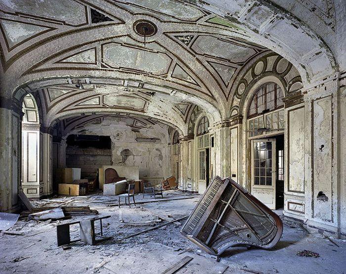 Beautiful Abandoned Places (40 pics)