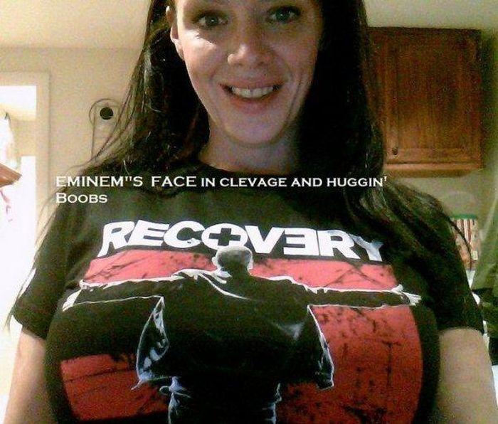 T-Shirts and Boobs Photobombs (12 pics)