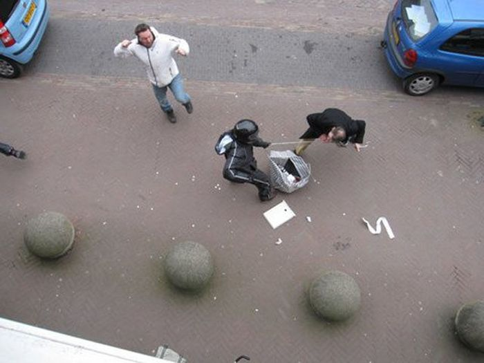 People in the Street Caught Robbers (16 pics)