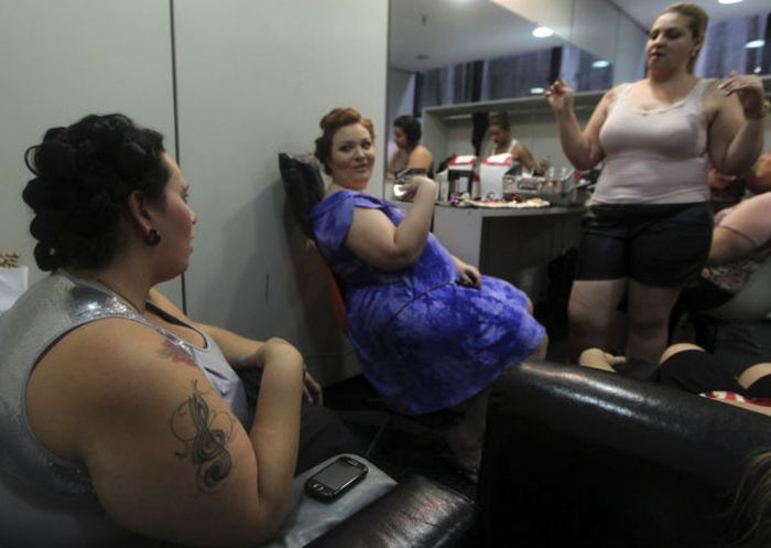 Fashion Show for Overweight Women (19 pics)