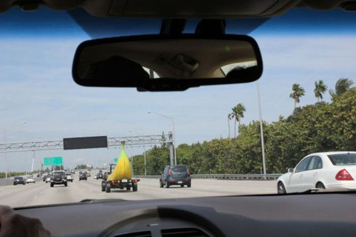 Banana Shaped Car (9 pics)