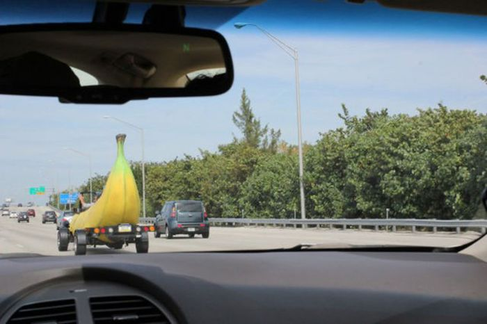 Banana Shaped Car (9 pics)