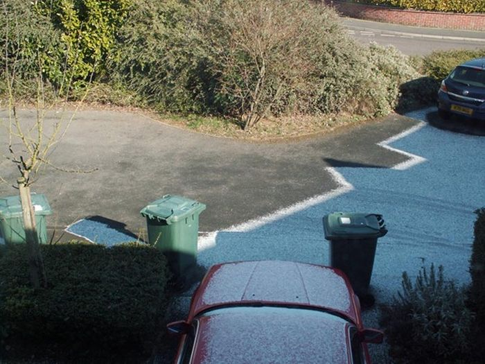 Beautiful Frost Shadows (14 pics)