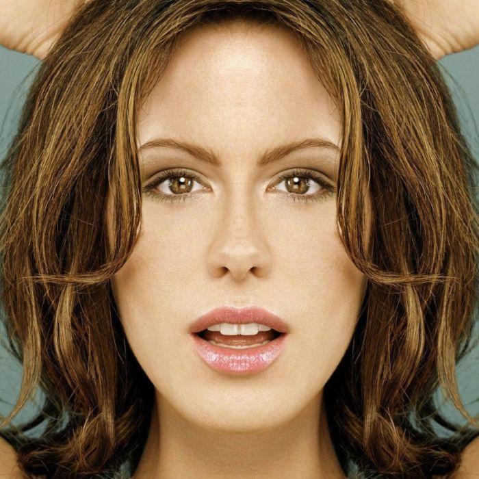 Symmetrical Celebrities (16 pics)