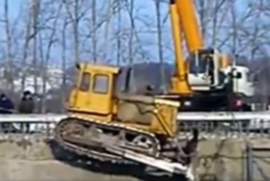 Transporting Bulldozer Gone Wrong