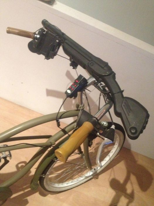 Walking Dead Inspired Bicycle (16 pics)