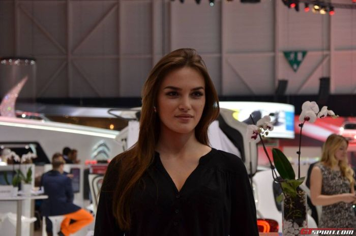 Girls at Geneva Motor Show 2013 (37 pics)