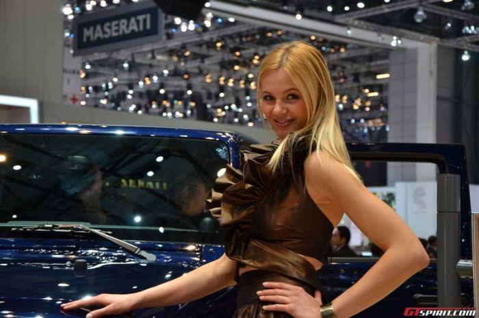 Girls at Geneva Motor Show 2013 (37 pics)