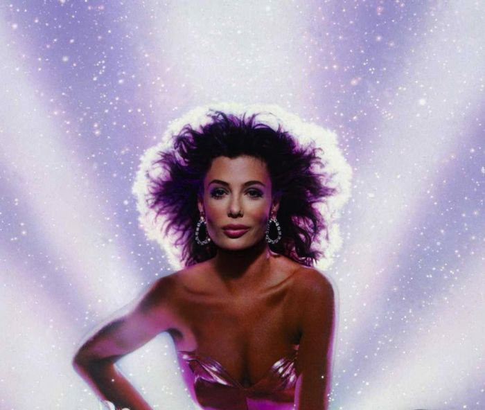 Kelly LeBrock Then and Now (5 pics)