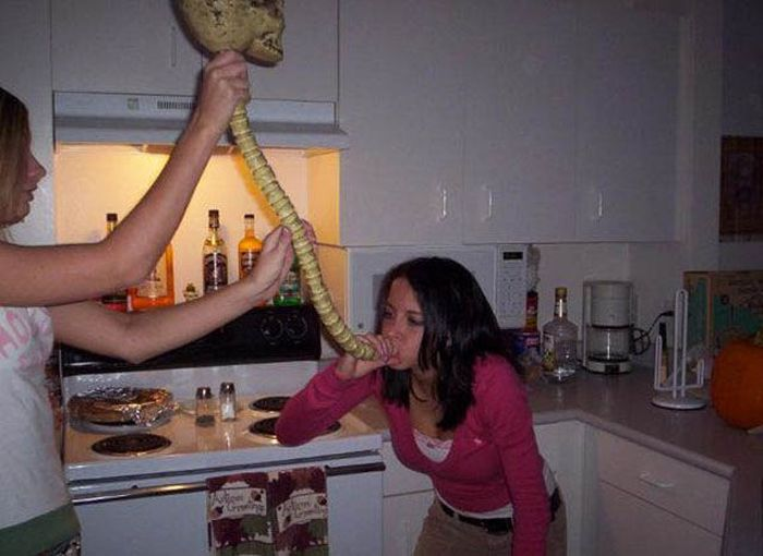 Beer-Bonging Babes (49 pics)
