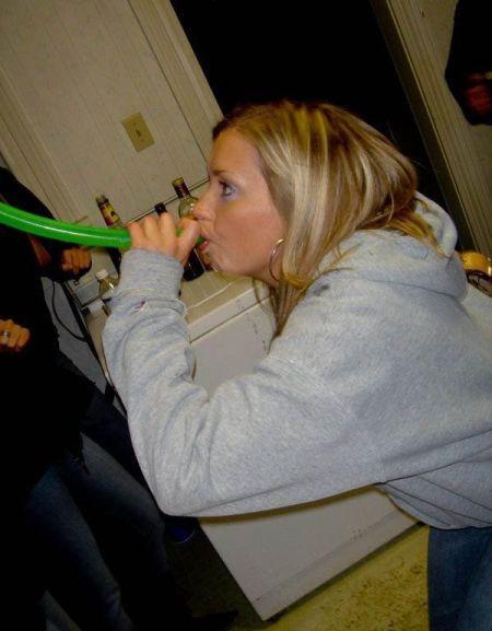 Beer-Bonging Babes (49 pics)