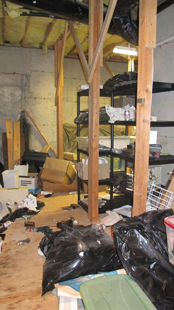 Things Found in Robert Swift's Foreclosed House (27 pics)