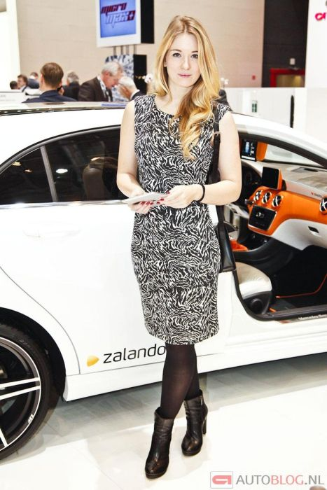 Girls at Geneva Motor Show 2013. Part 2 (130 pics)