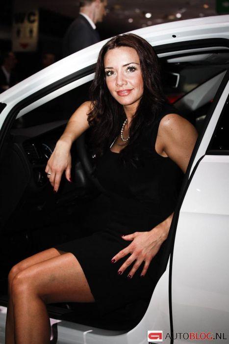 Girls at Geneva Motor Show 2013. Part 2 (130 pics)