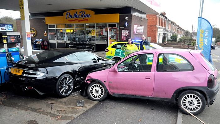 Aston Martin DBS vs Pink Vauxhall Corsa (3 pics)