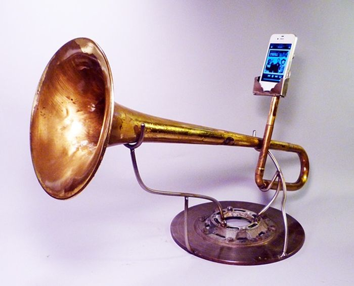 Awesome iPhone Amplifiers (35 pics)