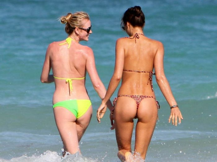Beach Bums of Famous Girls (96 pics)