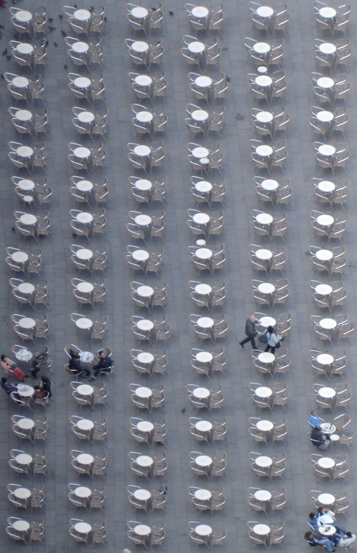 Repetitive Photos (58 pics)