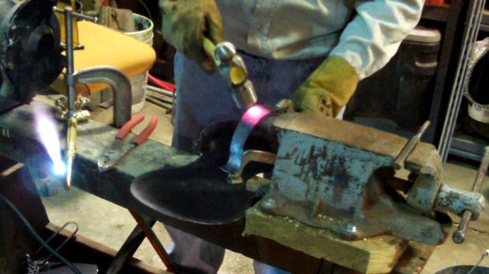 Making of the Steel Violin (32 pics)