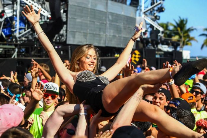Hot Girls of Ultra Music Festival (38 pics)