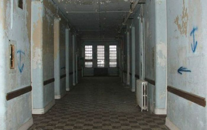 The Second Life of an Abandoned Asylum (37 pics)