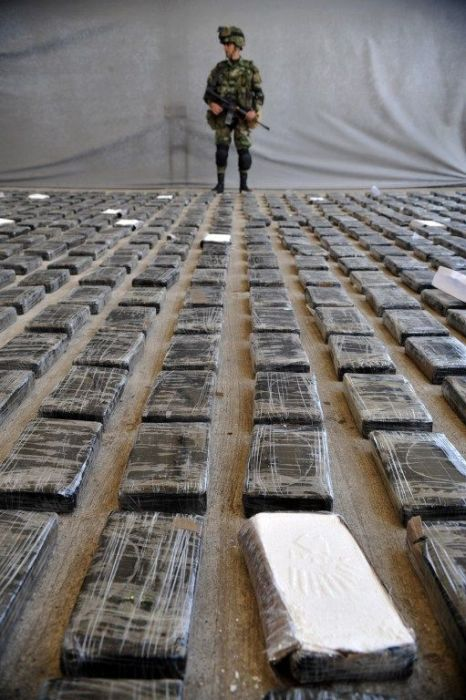 Cocaine Lab in Colombia (11 pics)