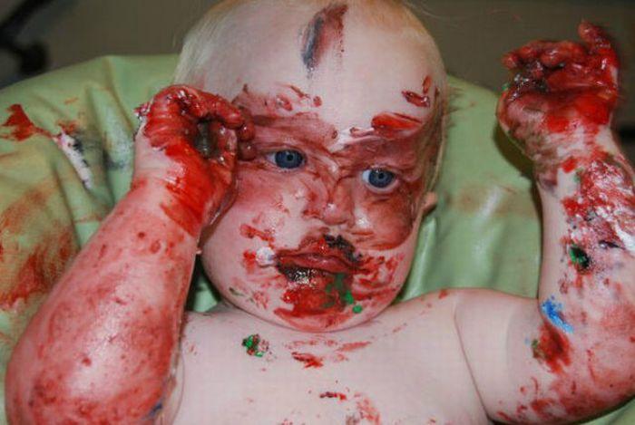 Kid Eats His First Birthday Cake (6 pics)