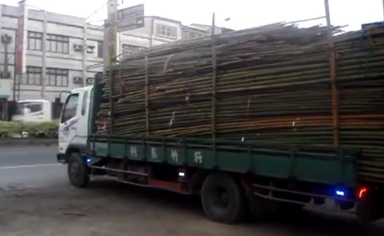 Unloading Truck Like a Boss in Taiwan
