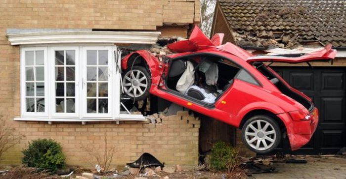 Audi TT Crashed into Side of House (6 pics)