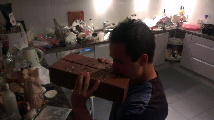Giant Homemade Kit Kat (9 pics)
