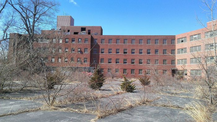 The Abandoned Kings Park Psychiatric Center (39 pics)