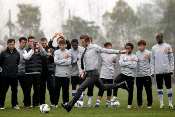David Beckham Takes A Tumble (6 pics)