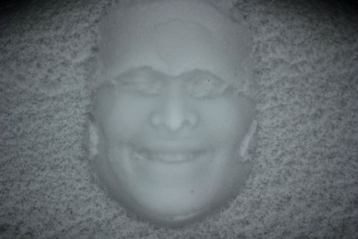 Face Prints in Snow (10 pics)
