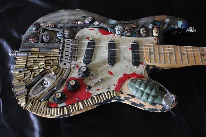 Zombie Apocalypse Guitar (14 pics)